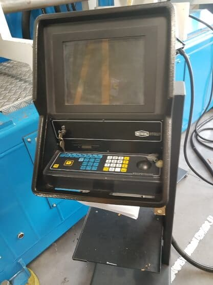 Presse à injecter NETSTAL SYNERGY 3000 – 300 T année 1997
