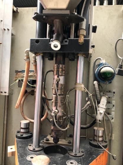 Presse à injecter verticale KAP 15V/25